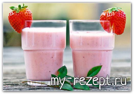 Молочный клубничный коктейль с мороженым